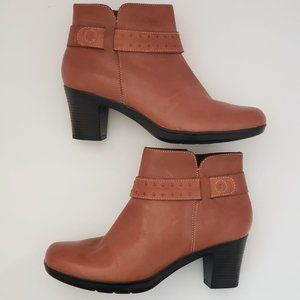 CLARKS Leather Zip Ankle Boots Comfortable EUC 8.5